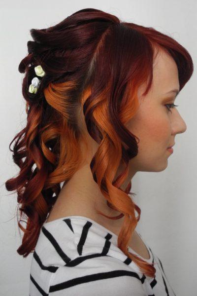 Společenský účes z probarvených vlasů