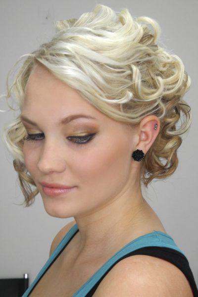 DSCN3468Účes z krátkých vlasů na maturák