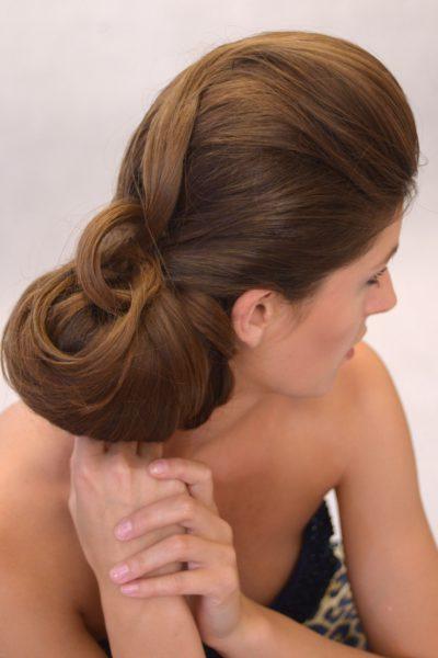Společenský účes z dlouhých hustých vlasů