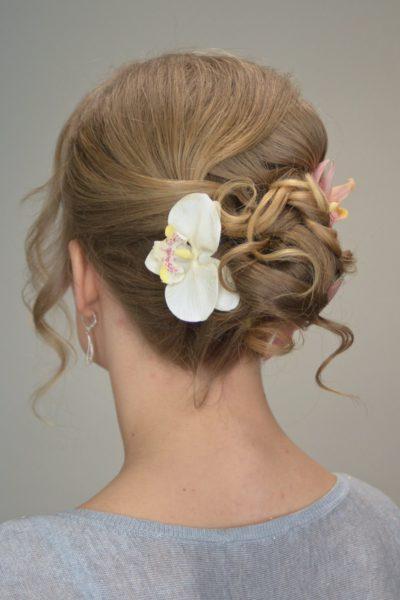 Zkouška svatebního účesu z jemných vlasů