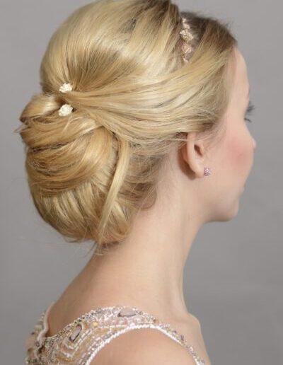 Společenský/svatební účes z kratších vlasů